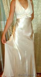 Вечернее платье жемчужного цвета
